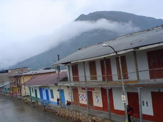 South American PhoNographic Mornings_#15_KOPER_Breakfast at the Plaza de Armas Huancabamba_COMPR